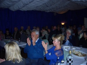 Picture of people applauding